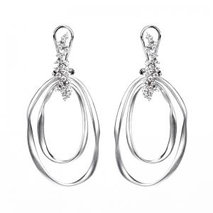 Par aros linea Premium, colgantes, doble hilo retorcido, ovalado con piedras blancas en el cierre pasante y clip