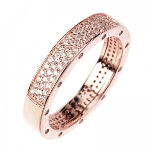 Anillo linea Premium, medio sin fin pavee, con piedras en los costados, rosado
