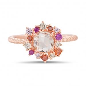Anillo piedra central rosada, y piedras multicolor alrededor