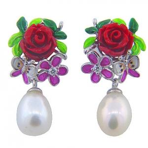 par aros pegados rosa mariposa esmalte alrededor perla colgante