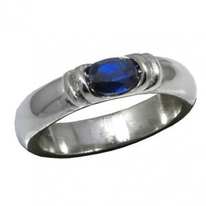 anillo oval con trabas