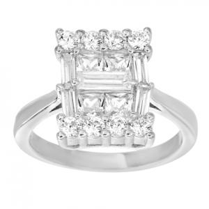 anillo tipo solitario rectangular compuesto por piedras baguettes y redondas